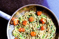 Si estás cansado de los típicos spaghetti o quieres darle la vuelta a una verdura como el calabacín y no sabes cómo, te sugerimos esta idea. Se puede tomar...
