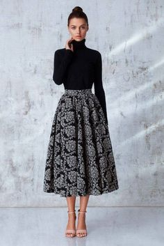 a great example of a style pinsight from an informed pinner Outfits classy midi skirts Modest Dresses, Modest Outfits, Skirt Outfits, Modest Fashion, Hijab Fashion, Dress Skirt, Fashion Dresses, Dress Up, Semi Formal Dresses Modest
