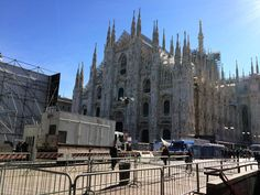 #buongiorno da una #piazza del #duomodimilano in preparazione per l' #uefachampionsleague #festival! #Milano #Milan #milancathedral #goodmorning #nofilter #mustsee #adottaunaguglia #getyourspire #stunning #duomo #piazzadelduomo #igerslombardia #igersitalia #igersmilano #ig_lombardia_ #spring4igers #igersmood #inlombardia #italiait #milanodavedere #visitmilano #spring4igers #browsingItaly #whatitalyis #ig_italia #loves_milano by duomodimilano