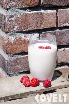 Zo simpel & zo lekker: maak je eigen yoghurtdrink (zonder toegevoegde suikers en andere onzin). 200ml karnemelk mengen met 2 eetlepels diksap. That's it! #CoveltDixap #Framboos #Cranberry #Karnemelk #Yoghurtdrink