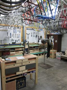 I like bike workshops! There I said it.