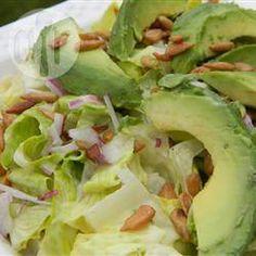 Avocadosalade met zonnebloempitten @ allrecipes.nl
