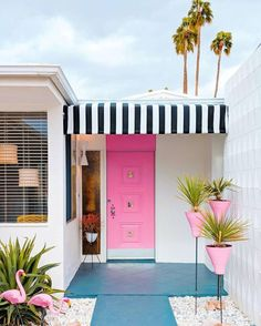 Palm Springs dream home Palm Springs Houses, Palm Springs Style, Boutique Interior, Exterior Design, Interior And Exterior, Casa Patio, Modernism Week, Happy House, Pink Houses