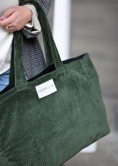 | Sacs en velours Numéro Une | Sac Week End, Black And White Bags, Diy Tote Bag, Reusable Tote Bags, Potli Bags, Diy Bags Purses, Metal Clock, Fabric Bags, Cloth Bags
