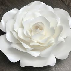 Paper Flower Patterns, Paper Flowers Craft, Paper Flower Wall, Paper Flower Tutorial, Giant Paper Flowers, Diy Flowers, Paper Crafts, Rose Tutorial, How To Make Flowers Out Of Paper