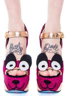 classy tats finish the look. Funky Shoes, Crazy Shoes, Me Too Shoes, Wierd Shoes, San Antonio, Irregular Choice Heels, Unique Shoes, Shoe Art, Miu Miu Ballet Flats