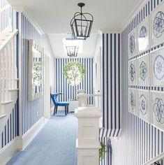 Coastal Entryway, Coastal Living Rooms, Chic Living Room, Beach Chic Decor, Palm Beach Decor, Farmhouse Style Kitchen, Farmhouse Chic, Beach Mirror, Interior Design