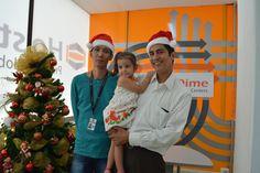 Hawi, nuestro programador, su hermano y Dara nos desean ¡Feliz #Navidad!