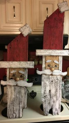 Rustic Christmas Crafts, Pallet Wood Christmas, Halloween Wood Crafts, Country Christmas Decorations, Christmas Signs Wood, Primitive Christmas, Christmas Projects, Xmas Decorations, Holiday Crafts