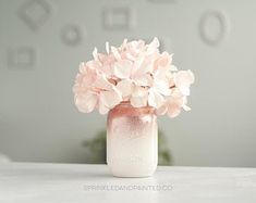 One pint mason jar decor vase. Ombre style with a splash of glitter. Gold and ivory. Glitter is coated to minimize shedding. Use for a vase, decor or organizing.