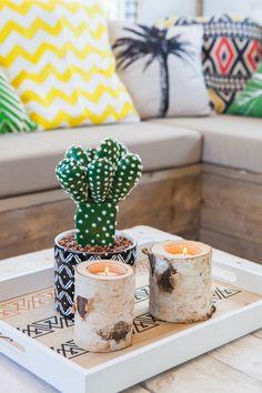 Een prachtige plant met twee kaarsjes kan de sfeer al maken! #decoratie #styling #interieur #glamping #stoerbuiten Glamping, Food, Eten, Meals, Diet