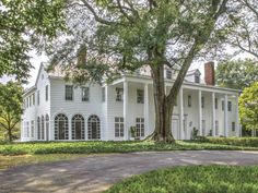 This dreamy historic home, Arden, was built in 1917 and designed by renowned architect Neel Reid. Located in Atlanta, Georgia in the prestigious neighborhood of Buckhead, it is considered to be one of Reid's masterpieces. Southern Mansions, Southern Homes, Southern Belle, Southern Living, Mediterranean Style Homes, Historic Properties, Thing 1, My Dream Home, Dream Homes