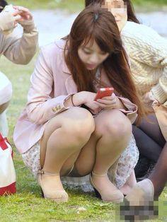 ○パンチラ - みちゃダメ!だって! Pin Up Girls, Hot Girls, Candid Girls, Up Skirt Pics, Japan Woman, Sexy Stockings, Japanese Girl, Feminism, Mini Skirts