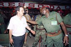 João Soares e Jonas Savimbi num congresso da UNITA.