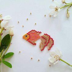 Et voilà le deuxième poisson de l'affiche. Merci à la copine @lili_azalee pour sa merveilleuse photo  #poisson #fish #goldfish #jenfiledesperlesetjassume #perlesandco #perlescorner #perlesaddict #perlesaddictanonymes #jesuisunesquaw #miyuki #miyukibeads #diy #handmade #motifcoeurcitron