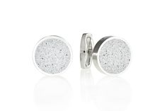 Concrete cufflinks Gravelli Round in grey variant.