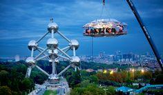 www.trippics.com | Dinner in the Sky em Bruxelas, na Bélgica. Um restaurante a 50 metros do chão!