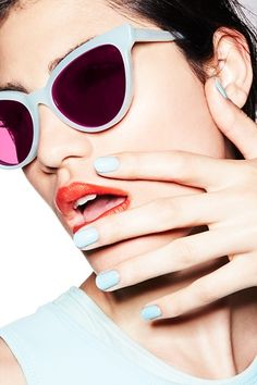 These simple yet eye-catching manicures are just perfect for spring!