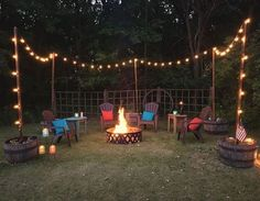 Awesome DIY Fire Pit Plans Ideas With Lighting in Frontyard Awesome DIY Feuerstelle Pläne Ideen mit Beleuchtung im Vorgarten Fire Pit Seating, Fire Pit Area, Backyard Seating, Diy Fire Pit, Fire Pit Backyard, Backyard Patio, Backyard Landscaping, Landscaping Ideas, Seating Areas