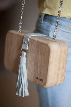 "Woman's wooden bag ""Wood Chic"" http://feedproxy.google.com/fashiongobags3"