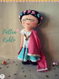 Frida Kahlo de Fieltro. Muñeca de fieltro hecha a mano 100% en homenaje a Frida Kahlo. Frida Felt.