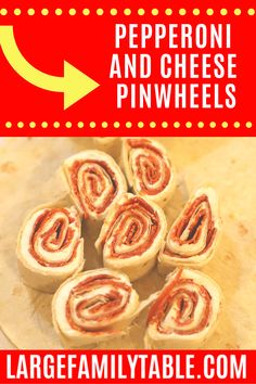 These pepperoni and cheese pinwheels are sure to be a hit at lunch with all your little people. Bonus points that you can get them quickly from the freezer. Best Freezer Meals, Freezer Cooking, Easy Meals, Snowcream Recipe, Ham And Cheese Pinwheels, Chicken Spaghetti Recipes, Cooking Challenge, Healthy Breakfast Options, Banana Chocolate Chip Muffins