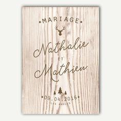 Ce faire-part mariage imitation bois de la collection Monsieur Montage s'adaptera avec élégance à votre mariage à la décoration brute et naturelle.