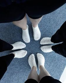 Yhdessä itse tehden: Hääsukat Slippers, Knitting, Crochet, Shoes, Fashion, Moda, Zapatos, Tricot, Shoes Outlet