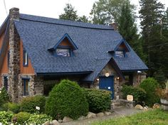 Auberge and Spa Beaux Reves in Sainte-Adele, QC Adele, Cabin, Beautiful, House Styles, Home Decor, Natural Decorating, Decoration Home, Room Decor, Cabins