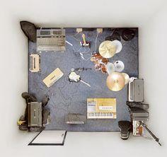 El artista y fotógrafo Menno Aden, ha trabajó en este proyecto desde 2005, retratando a los espacios públicos y privados, desde un punto de vista original. Con tomas hechas desde arriba.