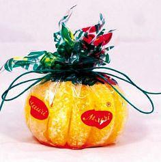 Qué ricos, gajos de naranja,súper azucarados caramelos.