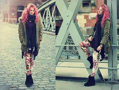 Gina Tricot Scarf, H&M Shirt, Zara Parka, H&M Leggings