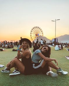 Fotos no Rock In Rio com amiga Best Friend Pictures, Bff Pictures, Cute Photos, Friend Tumblr, Best Friend Photography, Rock In Rio, Donia, Insta Photo Ideas, Cute Friends