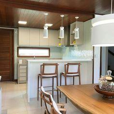 Outro ângulo do projeto de @romeroduartearquitetos Iluminado pelos pendentes Halo!  Obrigado! #profissionalnewline  @Regrann from @romeroduartearquitetos -  Nesta casa de praia cozinha aberta permite incursões gastronômicas para a diversão dos finais de semana. #praiadecarneiros #casadepraia #bangalo #beachhouse #cozinha #cozinhagourmet #kitchen #design #decor #designdeinteriores #interiordesign #arquitetura #architecture #arquitectura #arquiteturapernambucana #arquiteturadeinteriores…