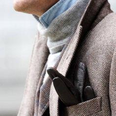 Mode - Homme - élégance - Luxe - Haut de gamme - Agence Guerda De Haan - Agence matrimonial haut de gamme - gris - noir - chemise - bleu