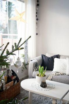 Blossom tealight candle holder - Black www.beandliv.com #home #interior #design