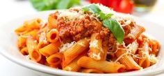 Plate of penne bolognese with ingredients in the background. Healthy Snacks For Diabetics, Healthy Eating, Healthy Recipes, Clean Eating, Top Recipes, Vegan Slow Cooker, Slow Cooker Recipes, Low Calorie Lunches, Protein Pasta