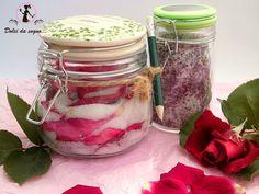 Per dare alla vostra cucina un tocco di varietà, provate questo zucchero aromatizzato alla rosa! Può  essere utilizzato per preparare, dolci, cupcake, biscottini, per zuccherare il tè. Confezionato in piccoli barattolini, diventa una bomboniera o un segnaposto originale ed economico.
