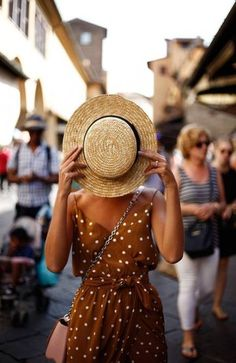 Cool Lemonade, vintage looks, straw hat, fashion photography, cute outfits Source by Outfits boho Look Boho, Look Chic, Travel Outfit Summer, Summer Outfits, Summer Travel, Summer Beach, Outfits With Hats, Cute Outfits, Stylish Outfits