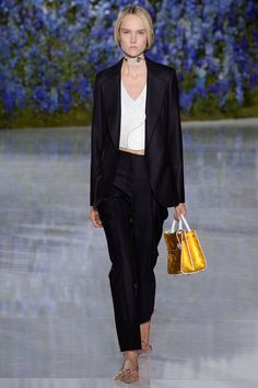 Christian Dior Spring 2016 Ready-to-Wear Fashion Show