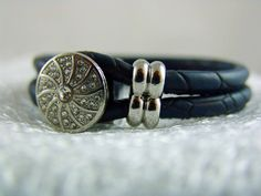 Armbänder & Armreife - Lederarmband blau - ein Designerstück von elfenstuebchen bei DaWanda / leather bracelet blue silver