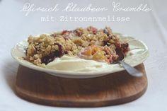 Pfirsich-Blaubeer-Crumble mit Zitronenmelisse   Juligold
