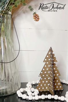 Make your own DIY Wooden Christmas Tree Decor using these Farmhouse Christmas and Vintage Christmas paint finish ideas! Cabin Christmas Decor, Christmas Farm, Farmhouse Christmas Ornaments, Christmas Tree Set, Diy Christmas Decorations Easy, Wooden Christmas Trees, All Things Christmas, Vintage Christmas, Christmas Crafts