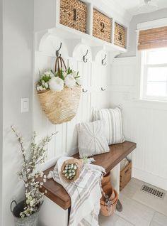 Smart Mudroom Bench Design Ideas to Enhance Your Home Mudroom Bench Plans, Garage Bench, Country Decor, Farmhouse Decor, Red Farmhouse, Diy Home Decor For Apartments, Bench Designs, Decoration, Entryway Decor