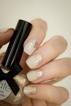 Love the sophistication of these nude and gold glitter nails. So delicate and beautiful. #glitter #gold #nail #nails #nailart #unha #unhas #unhasdecoradas