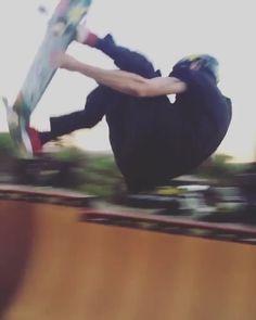 Skateboard Videos, Penny Skateboard, Skateboard Girl, Skates, Skate Bord, Skate Gif, Monkey Art, Snowboard Girl, Funny Pictures Can't Stop Laughing