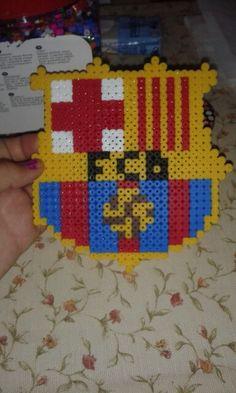 Perler beads escudo del barcelona