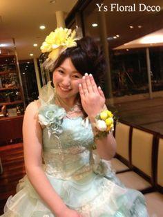 1月に二次会をなさった新婦さんより、当日のお写真をいただきましたので、ご紹介いたします。二次会にお召しになる水色のドレスにあわせて、大輪の黄色のダリアを用...