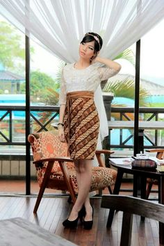 Lace top and batik skirt at the same time.. amazing!