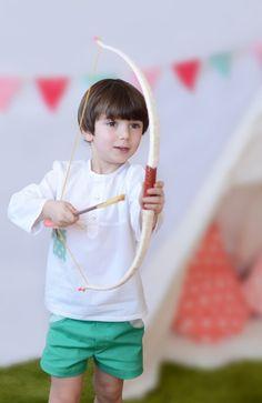 Camisa de niño blanca con detalle de bolsillo de estrellas en color verde menta #kids #corazondeleonkids #moda #madeinSpain #camisa #niño #detalle #bolsillo #estrellas #verde #stars